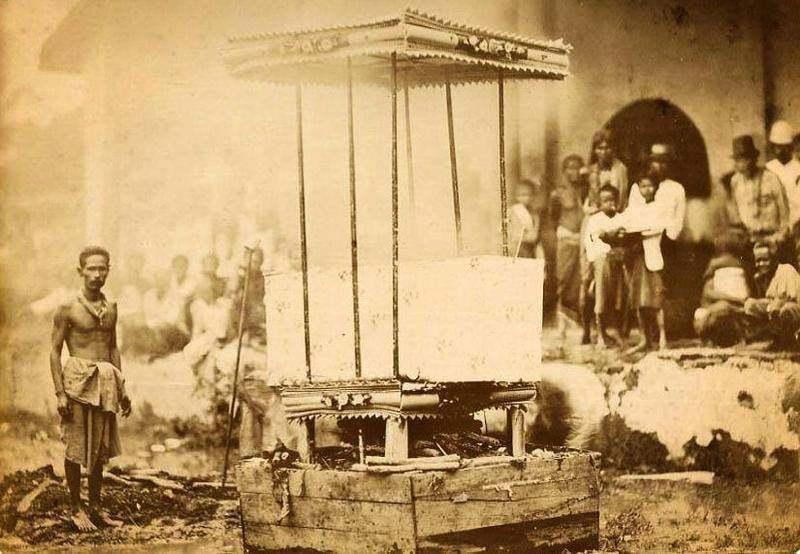 Name:  Verbrennung einer Leiche in Mukdahan - 1909.jpg Hits: 18 Größe:  66,1 KB